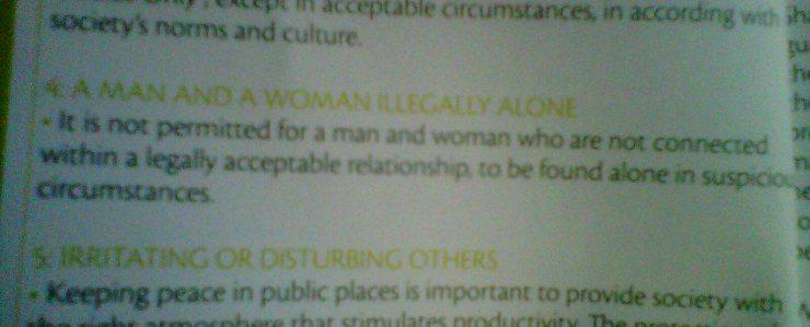 """Visto en el manual de """"decencia"""" del Emirato de Sharjah. El texto no es muy preciso, pero parece más o menos clara la idea. No vengáis a vernos de viaje de novios, en cambio si se aceptan bodas de oro o de platino."""
